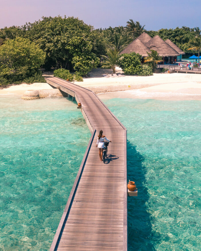 dusit-thani-maldives-jetty-bicycle