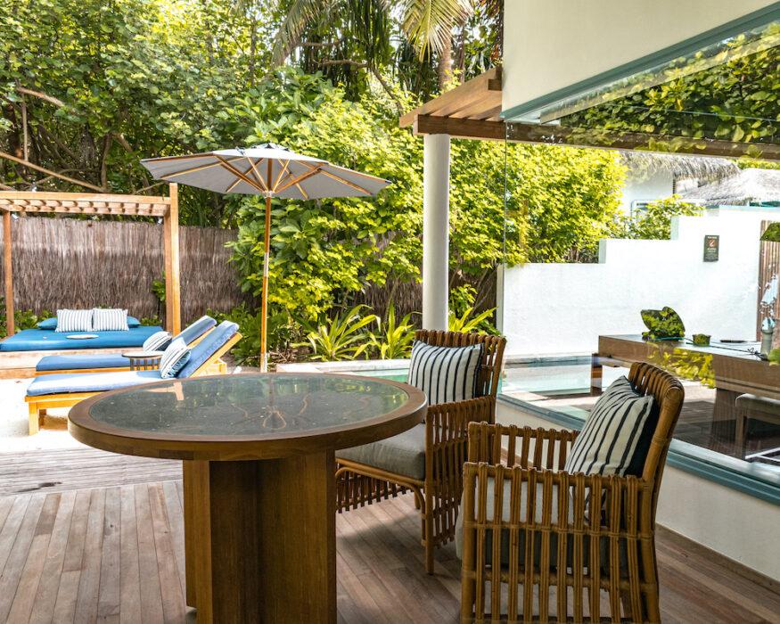 raffles-maldives-terrace