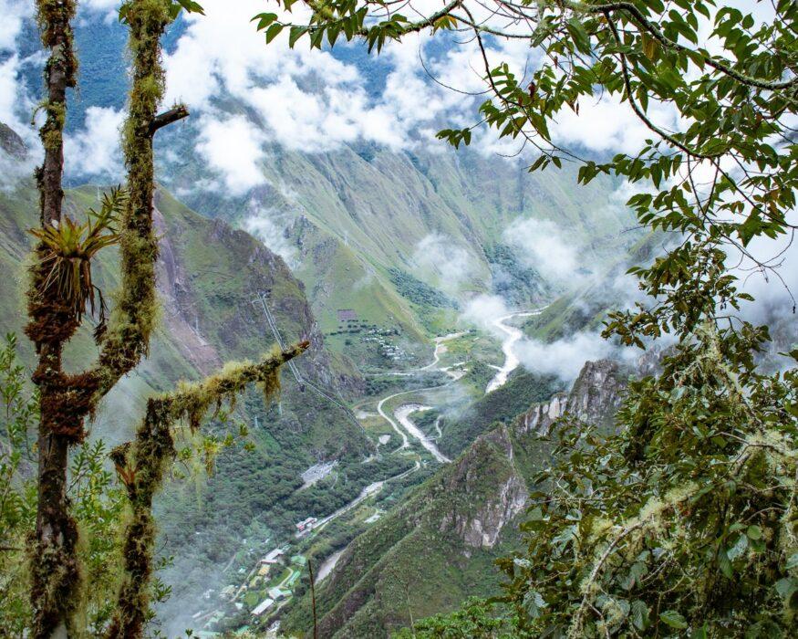 peru-machu-picchu-valley-view-2