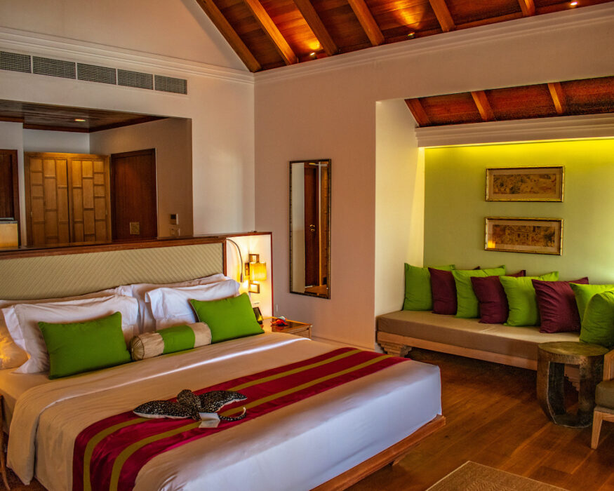 dusit-thani-maldives-room