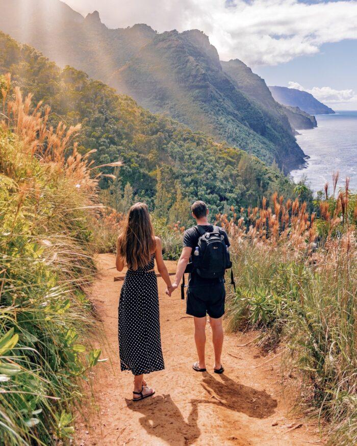 kauai hiking couple