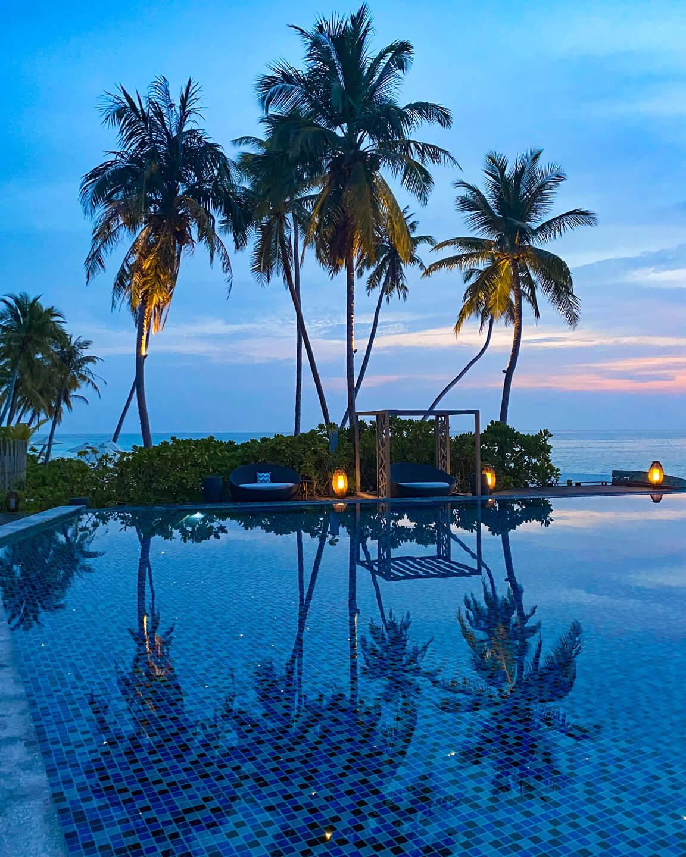 infinity pool Fushifaru Maldives