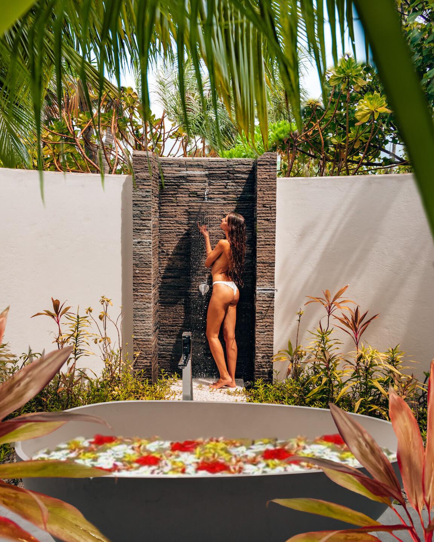 outdoor shower Fushifaru Maldives