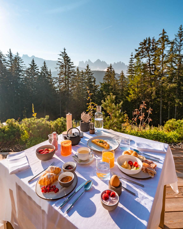 forestis-dolomites-breakfast-terrace
