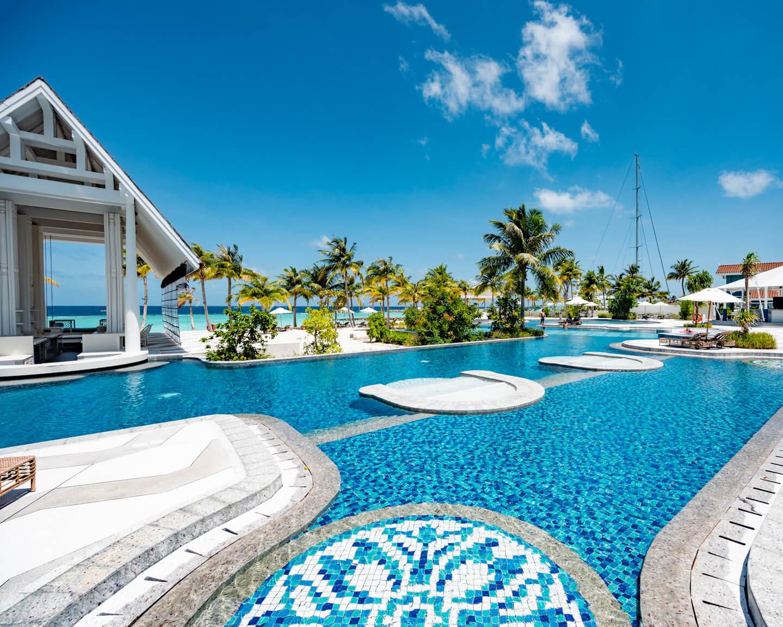 crossroads-maldives-beach-club-pool