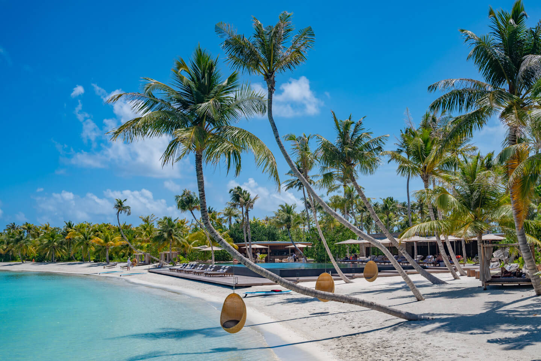 beach-pool-patina-maldives