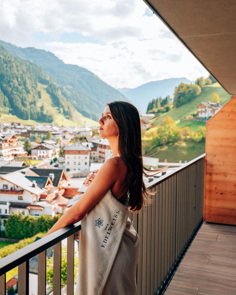 Ausblick vom Balkon in grossarl in oesterreich